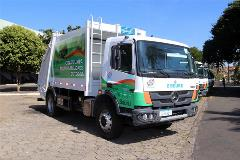 For the first time in the history of the city, Mercedes-Benz 1729 equipped with Allison 3000 Series™ automatic transmissions work on refuse collection in Bauru.